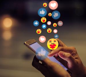 Social Media Icons mit Hand als Einleitung zum Artikel
